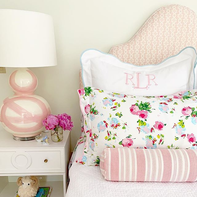 I'm seriously like a kid in a candy shop when I receive photos of our pieces in happy homes! Didn't @brookeriebelinginteriors knock it out of the park with this little lady's room?! I love how the punchy @biscuithome bedding pairs with our blush brushstroke lamp! Cheers to Friday! #brushstrokelamp #shopsmall #weekendvibes