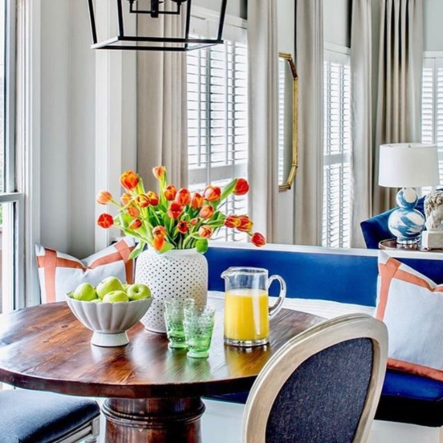 Rise and shine! We spy our brushstroke lamps in this gorgeous home designed by @gordondunning as featured in this month's @southernladymag ! It's always a delight to see our pieces in Lathem & Cate's designs, they consistently layer color and patterns to create exciting and elegant spaces, definitely a team to follow! #brushstrokelamp #gordondunning #janabekdesign