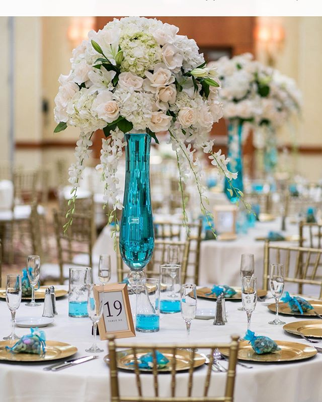 ➡️Some teal to seal the deal🧜🏼‍♀️ @elizabethburgiphotography • • • • • • #teal #style #dm #marketing #memes #luxury #mansion #design #decor #florals #flowers #centerpieces #centerpiece #wedding #weddings #music #weddingdress #engaged💍 #roses #dyi #inspirational #inspiration #motivation #blue #green #weddingphotography #photography #photographer
