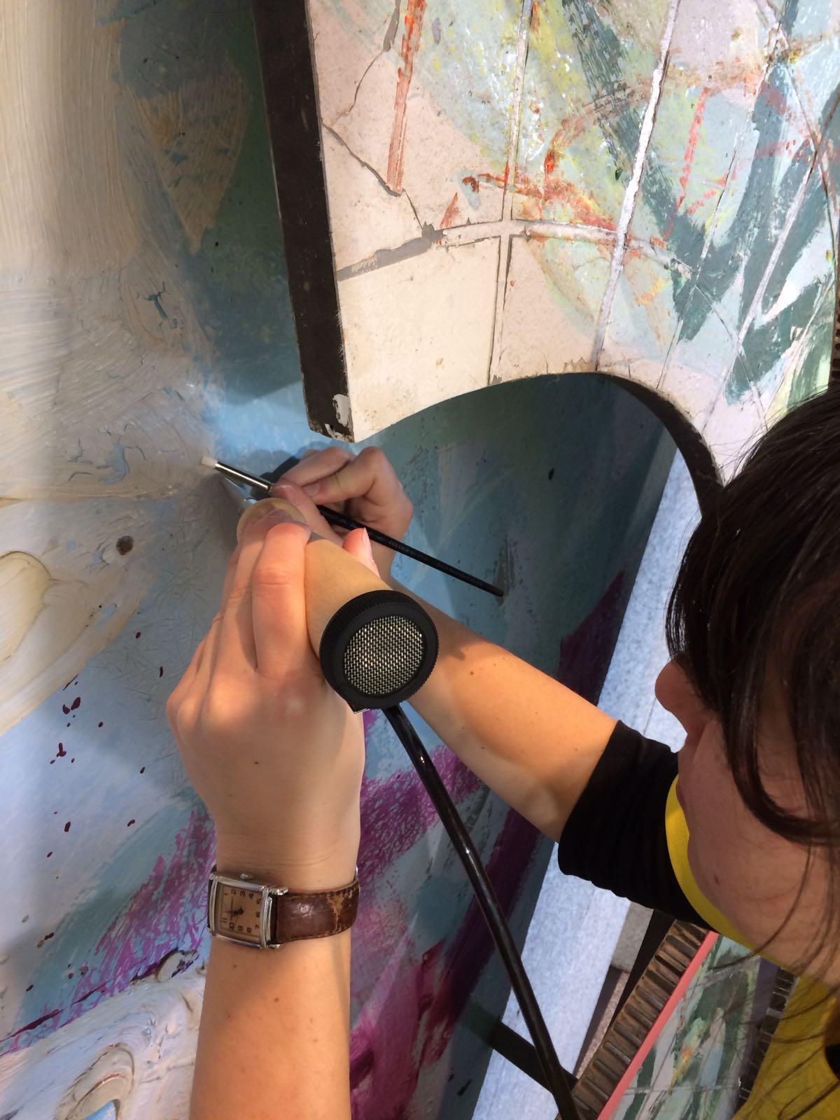 Consolidating flaking paint with a hot air pen