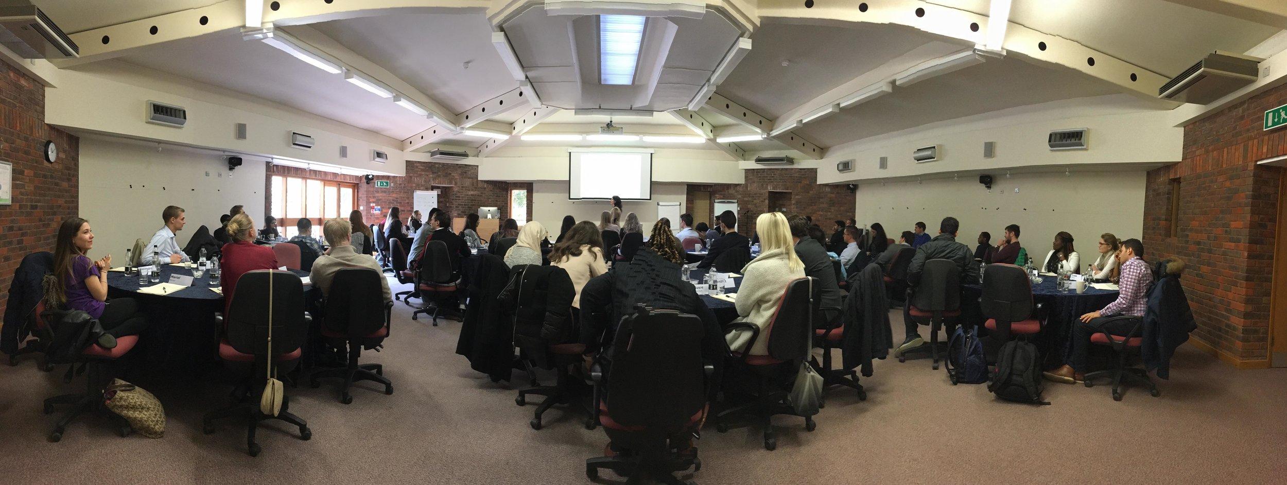 Margaréta előadása az Ashridge Business Schoolban, Nagy Britanniában