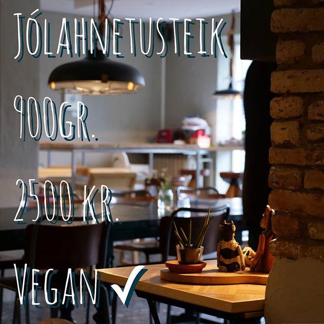 Þá fer að styttast til jóla og nú er hægt er að panta hnetusteikina hjá Bergsson Mathúsi með því að senda tölvupóst á info@bergsson.is. Það er ekki að ástæðulausu að hnetusteikin verður vinsælli með hverju ári. Hlökkum til að heyra frá ykkur. 💙💚💛 . . . __________⛾ #bergsson #hnetusteik #vegan #veganjól #vegetarian #jólajól #jóljóljól #grænmetisætursameinast #sjúklegagott #reykjavik