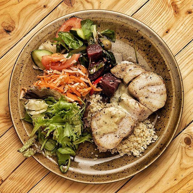 Tveir fyrir einn á rétti dagsins alla virka daga frá 16:00 til 19:00 💛 ..........// Two for one on the meal of the day every weekday between 4 and 7 pm 💛 ....... ___________⛾ ....... #bergsson #bergssonmathus #bragdgott #holltoggott #alvorumatur #reykjavik #iceland #foodie #food #hungry #yummy #nom #foodgasm #healthy #cleaneating #icelandic #fresh