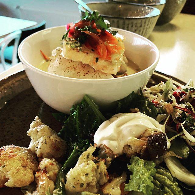 Hádegismatur á mánudegi🌟 -Þorskur með tómat oregano sósu -Hægeldað lamb með sveppum 11:30-15 Opið 9-16 -Tómat súpa (v) -Spinat lasagna með pestó (v) - -Calamares, dumplings og chilli sósu  Með réttunum er nýbakað súrdeigsbrauð, salat og girnileg rótargrænmetis salöt, hrísgrjón  #lunch