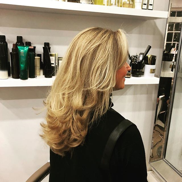 Good hair doesn't happen by chance.....! . . . #blowdry #goodhair #blowbar #medicinegarden #hairsalon #stylist #love #hotd #oribeobsessed #luxuryhaircare #party #xmas #styling #events #bouncyblowdry