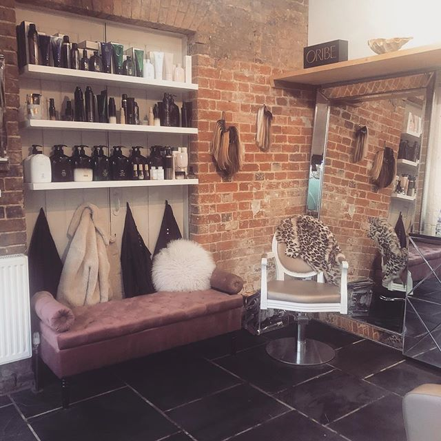 🚨Oh So Coco has relocated to a new exciting spot, still within the Medicine Garden! 🚨 . . Don't forget to pop by and say hi 🙋‍♀️ . . . #loveyourhair #salon #saloninterior #rustic #oribehair #ohsococo #themedicinegarden #cobham #professionalhaircare #luxurysalon #hairandbeauty #cobham #surrey #surreysalon #newlocation #newsalon