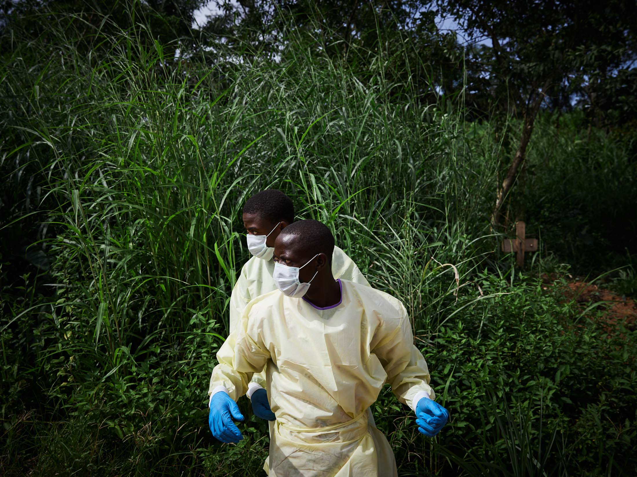 Health workers prepare to bury the body of an 11 month old child, Moises, a victim of Ebola, Beni Territory.