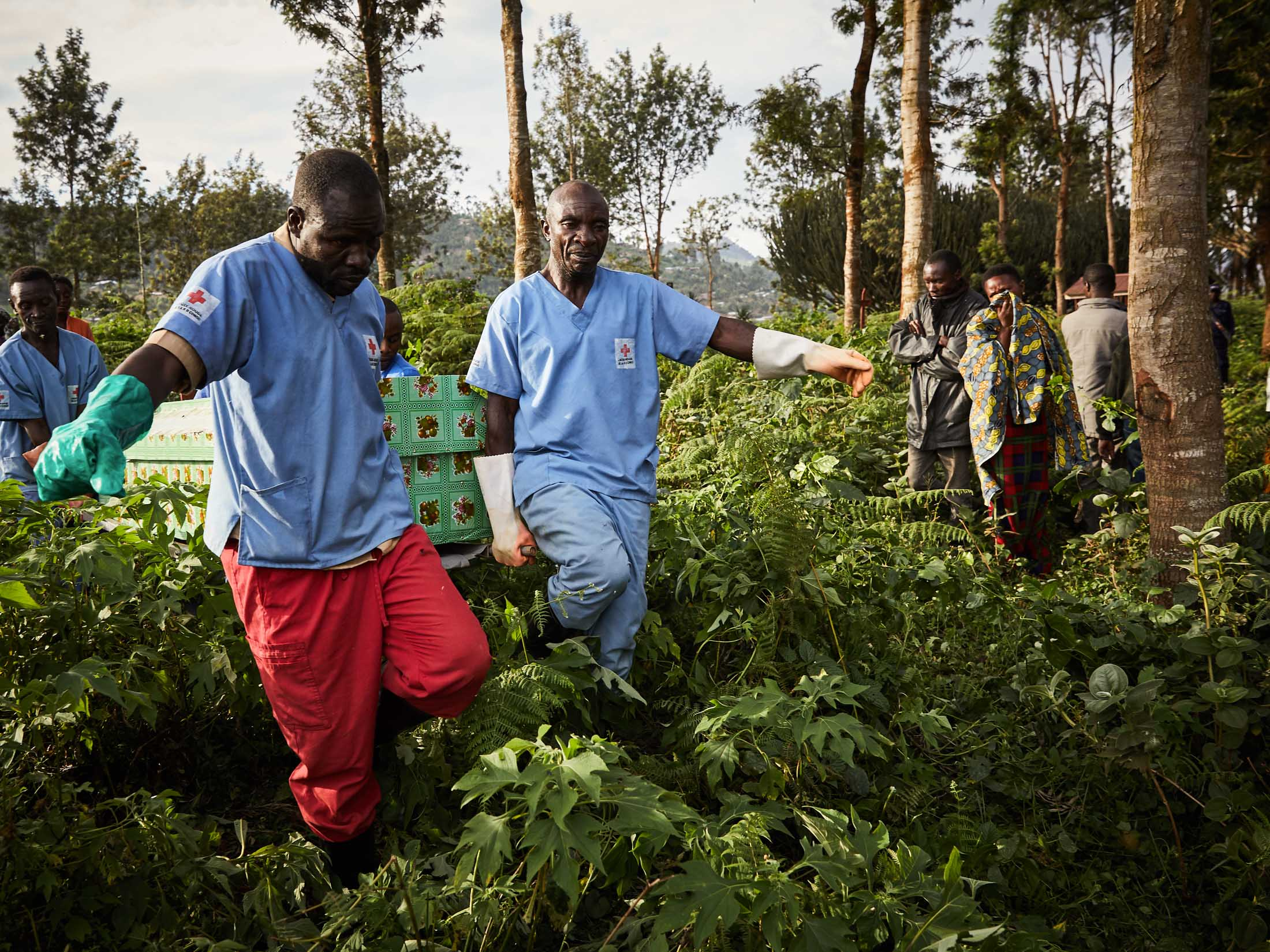 Health workers carry the coffin of Mumbere Mboko, a victim of the Ebola virus. Kitatumba cemetery, Butembo.