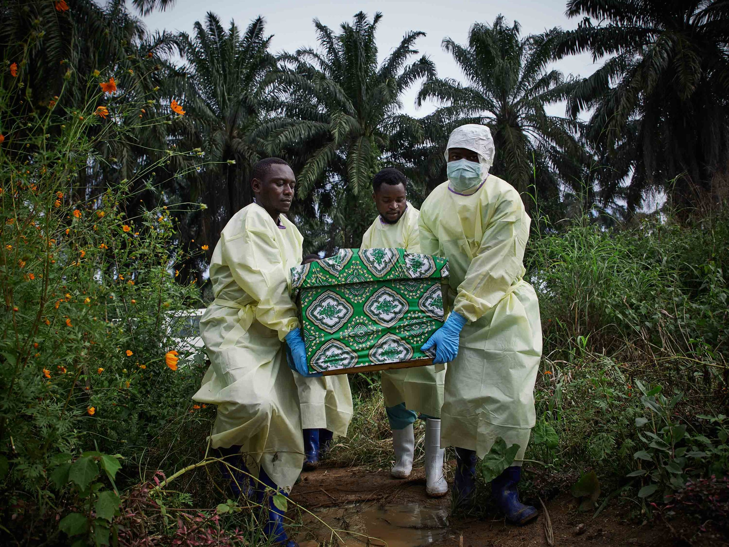 Health workers carry the coffin of Kakule Mbusa Désiré, an Ebola victim, at Ngongolio cemetery, North Kivu.