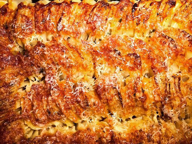 Hassleback Potato Gratin #thanksgiving 🥔 🧀 🥛 🌿