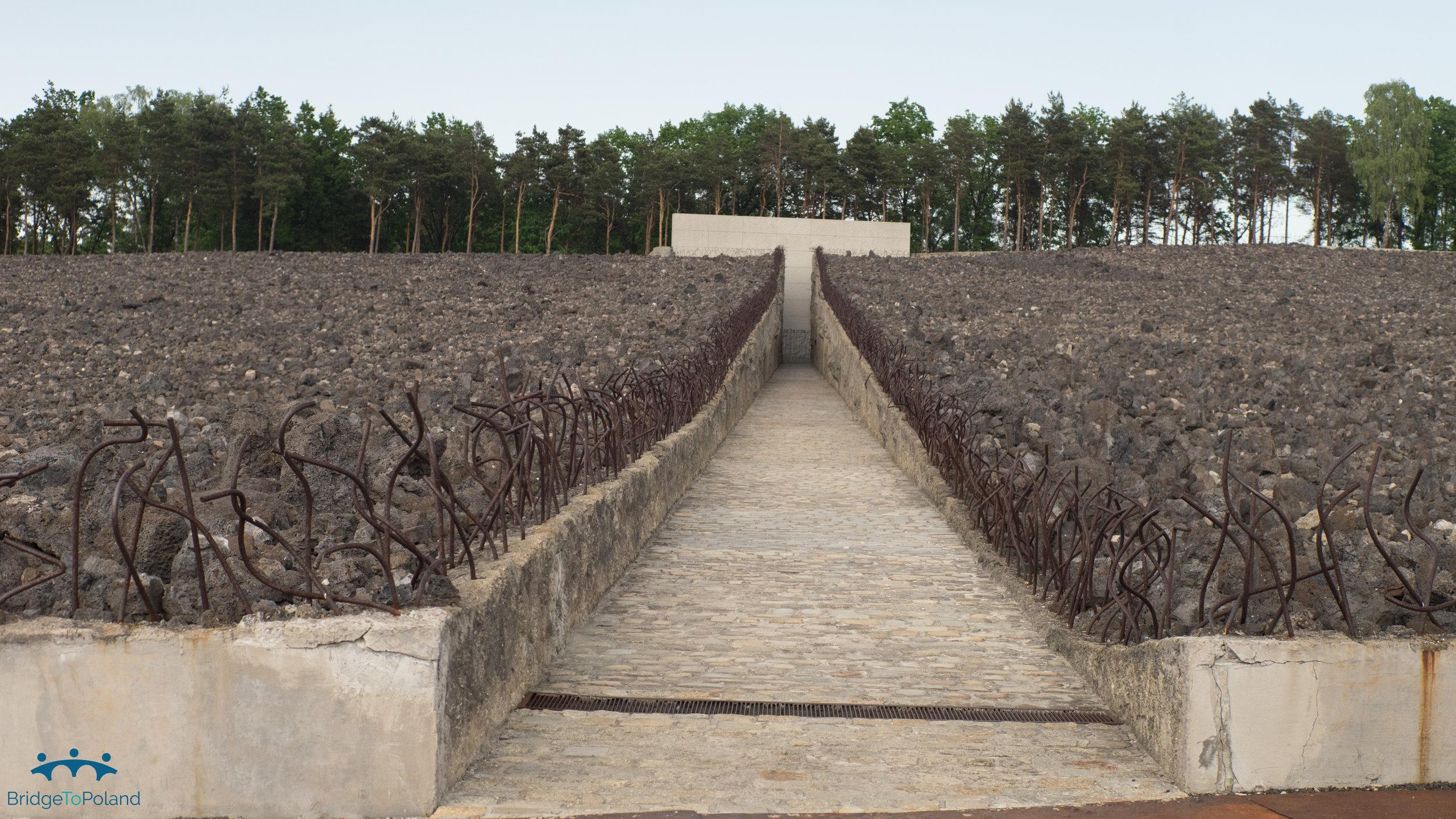 Memorial Bełżec.jpg