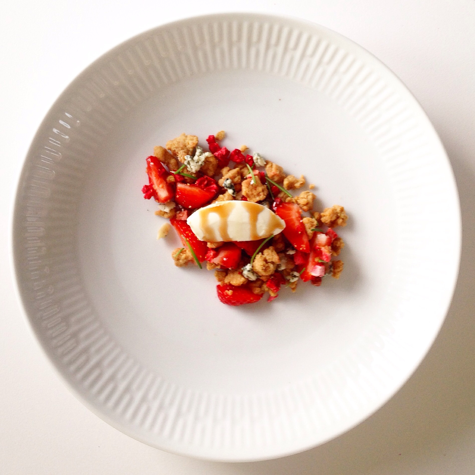 Strawberries with oat crumble, blue cheese and rosemary