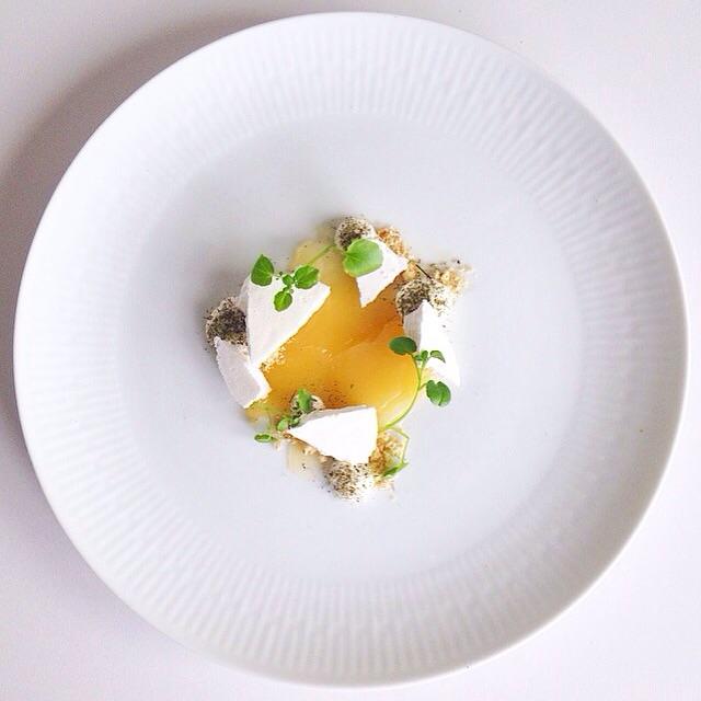 Lemon meringue pie with lemon thyme