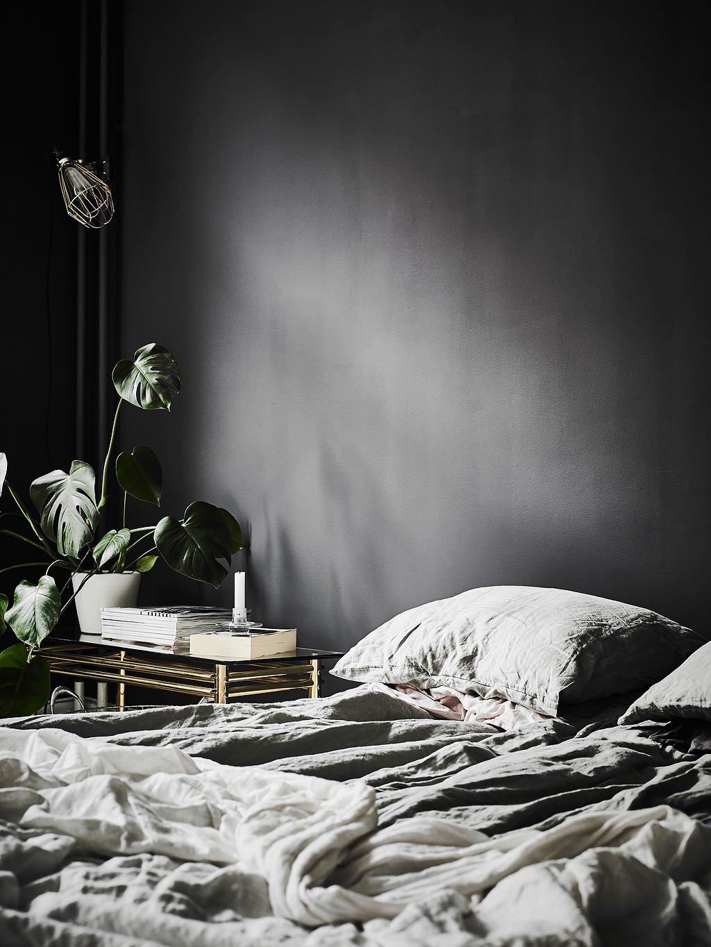 In trend: messy bed