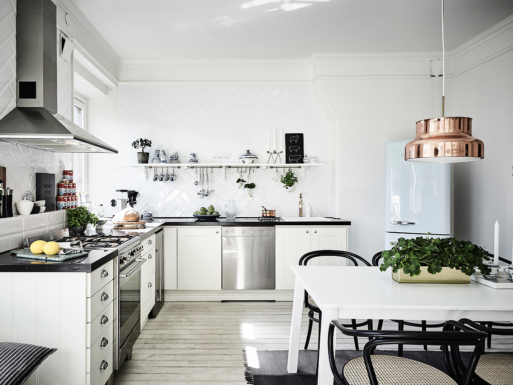 A real feature of Scandinavian homes are white washed wooden floors like those in the kitchen above. Stylish and contemporary, but with a nod to traditional Nordic interior design, plenty of inspiration for your new kitchen here!