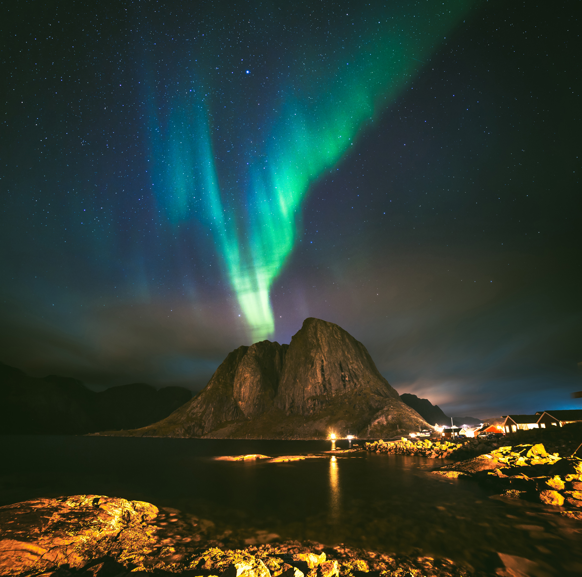 During my whole stay in Lofoten in October it was raining all the time, but luckuly, in the middle of the night, there was a short window with a clear sky and a nice Aurora! Never give up on photography!