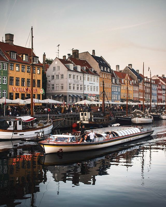 Danish photographer Kevin Angelsø, whom captures the very best of Copenhagen, has given us some tips on what to do when next visiting the city! Follow the link in bio 📸 @kevinangelsoe