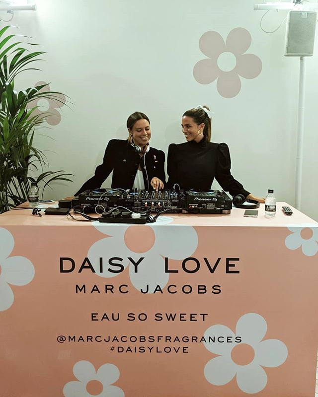 Loved spinning tunes over the weekend for @marcjacobsfragrances to celebrate the Daisy oh so sweet fragrance! 👯👯 #twindjs #sweetassugar