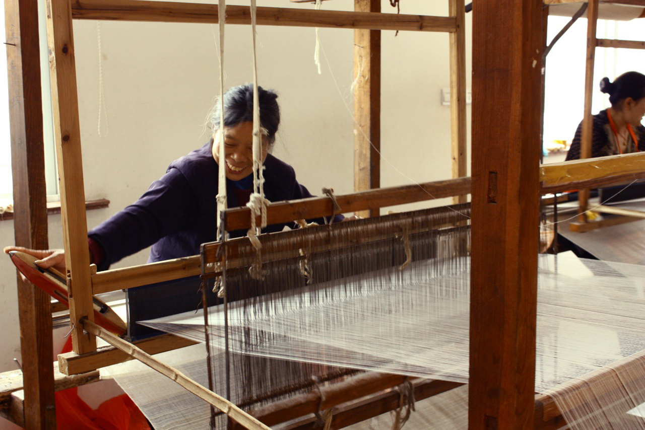 Lady Weaving with Shuttle Cock.jpg