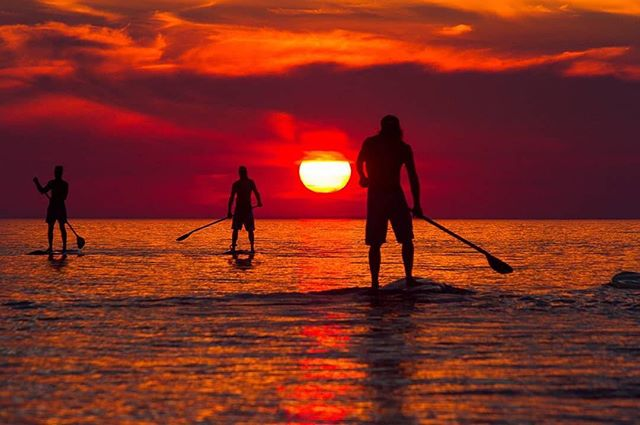 Those moments when we're completely in awe of where we live! Dreaming of summer evenings with this beautiful picture by @timminsphotos of friends paddling on Lake Huron from Grand Bend 🌅 Share your photos, videos & stories with us by using #loveyourgreats