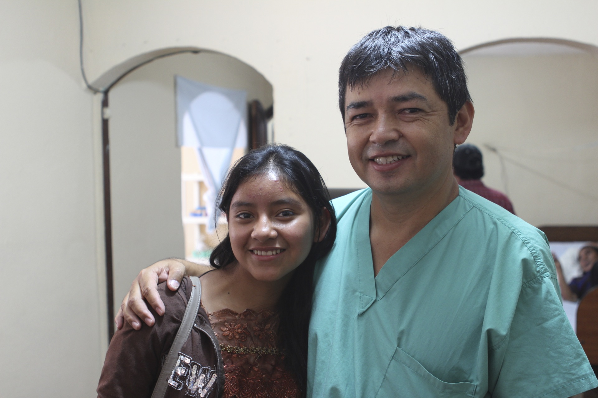 As a local boy who grew up speaking his indigenous language, Dr. Francisco is the role model for our student Lidia, who dreams of becoming a doctor for her village of Buena Vista.