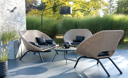 Individual chairs are often more congenial. — BLOOMA outdoor furniture/CC