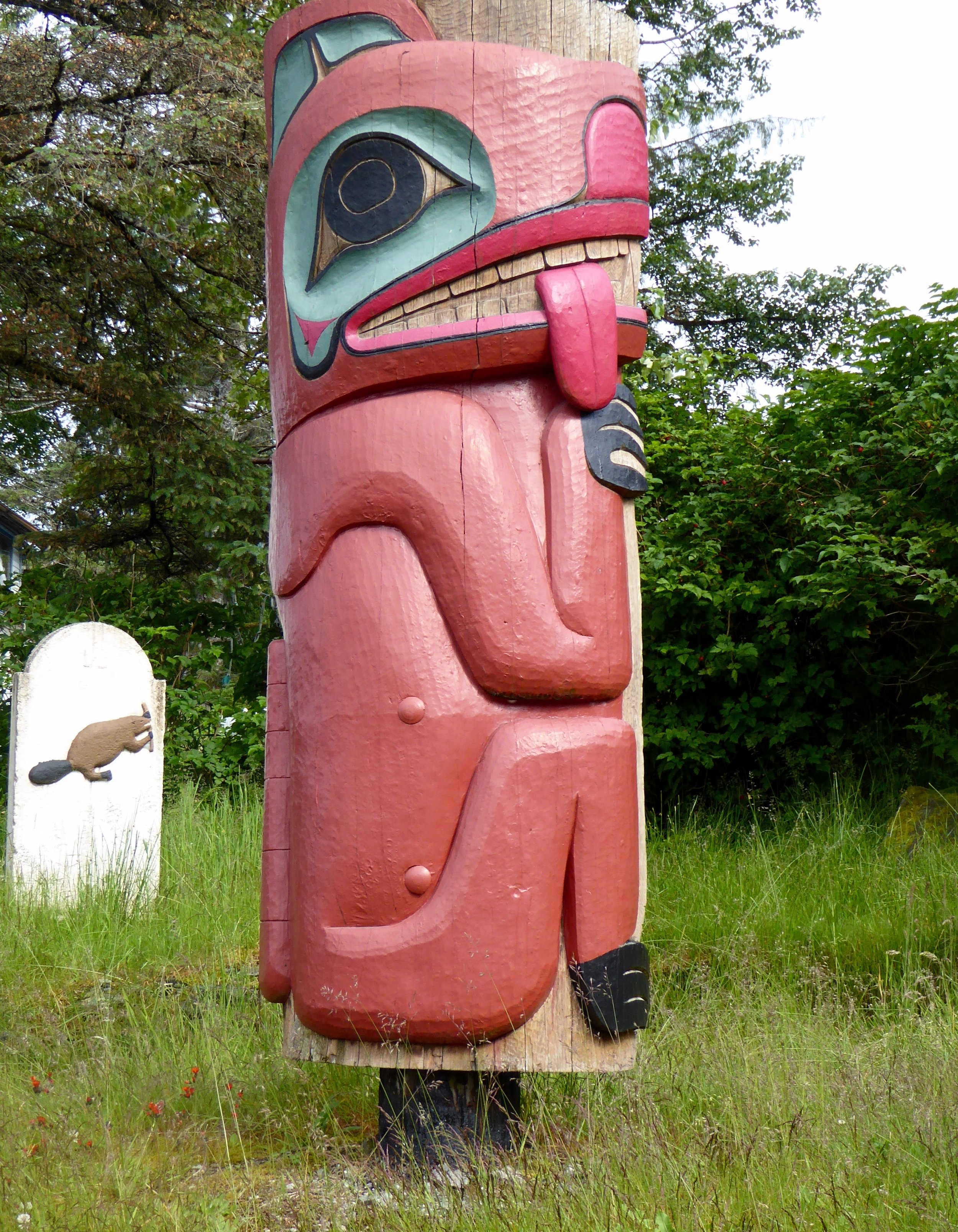 This totem was about Seward, when he came to visit the village. He was given many gifts, but did not give any out. Therefore they made a ridicule pole about him.