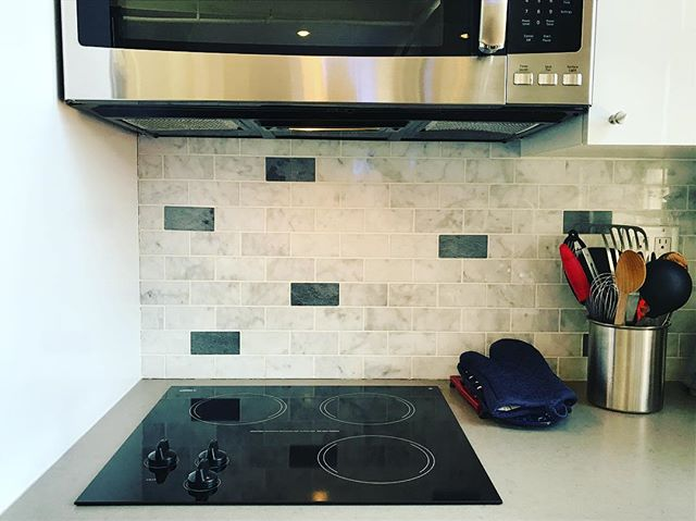 So clean you can eat off this stove! #clean #housecleaning #apartmentcleaning #apartmentliving #apartment #nyc #nycapartments #cleaning #cleanhouse #homeorganizing #organized #homedecor #living #modernliving #soho #firsttierorganizingcleaning #luxury