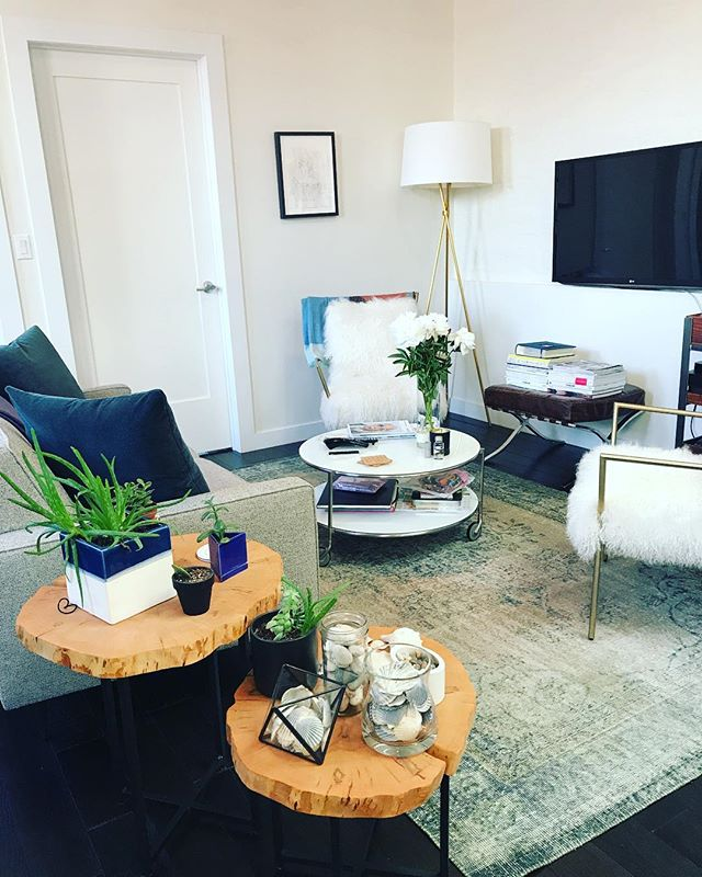 Detailed cleaning enhances a beautiful, relaxing space. #nyc #manhattan #soho #empirestate #nychousecleaning #manhattancleaning #nycapartments #interiordesign #interiordecor #luxury #life #smallbusiness #supportsmallbusiness #peaceandserenity #firsttierorganizingcleaning #entrepreneur