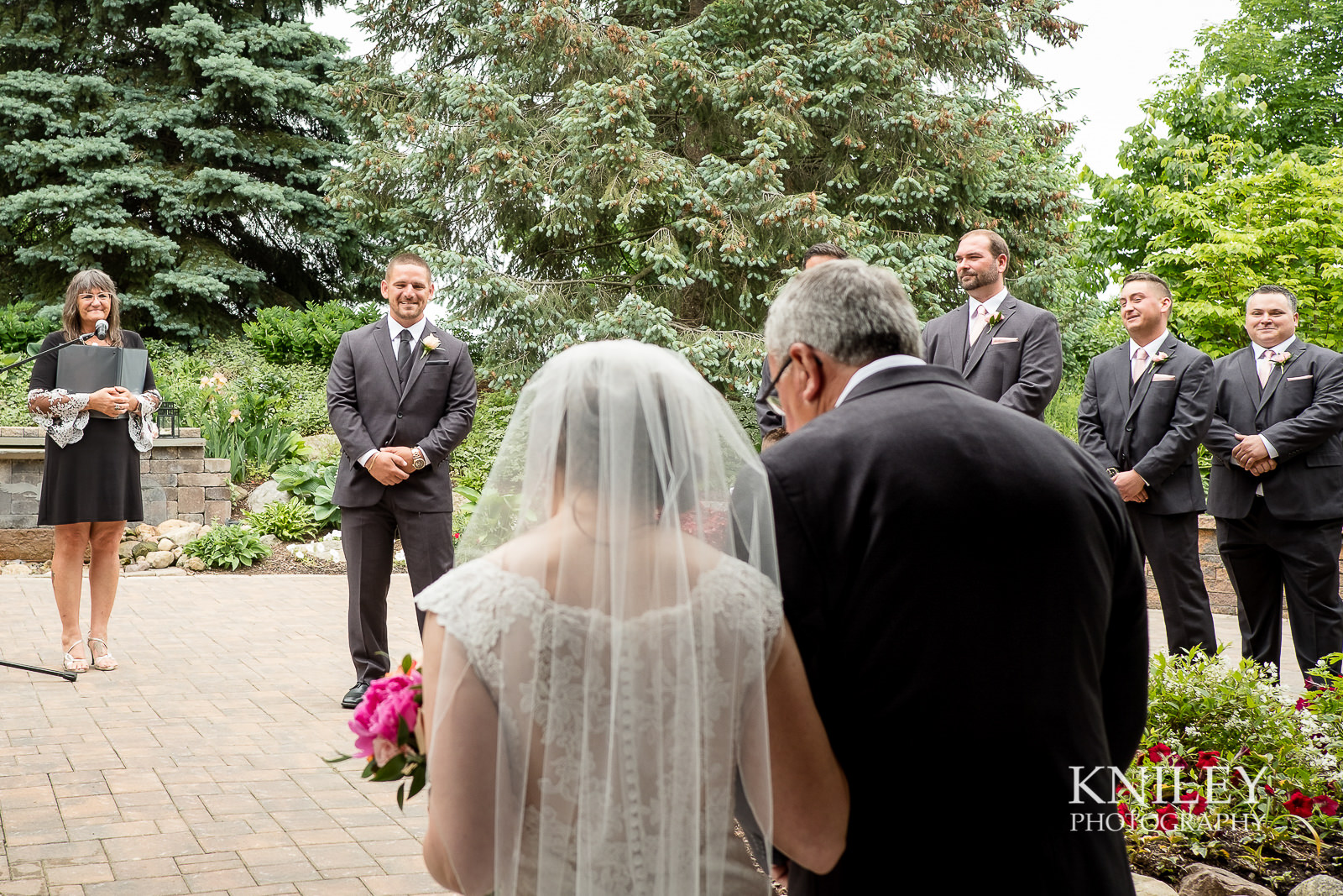 052 - Ravenwood Golf Club wedding pictures - Rochester NY - Kniley Photography - XT2A0770.jpg