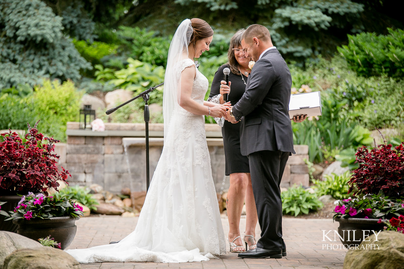 056 - Ravenwood Golf Club wedding pictures - Rochester NY - Kniley Photography - IMG_9081.jpg