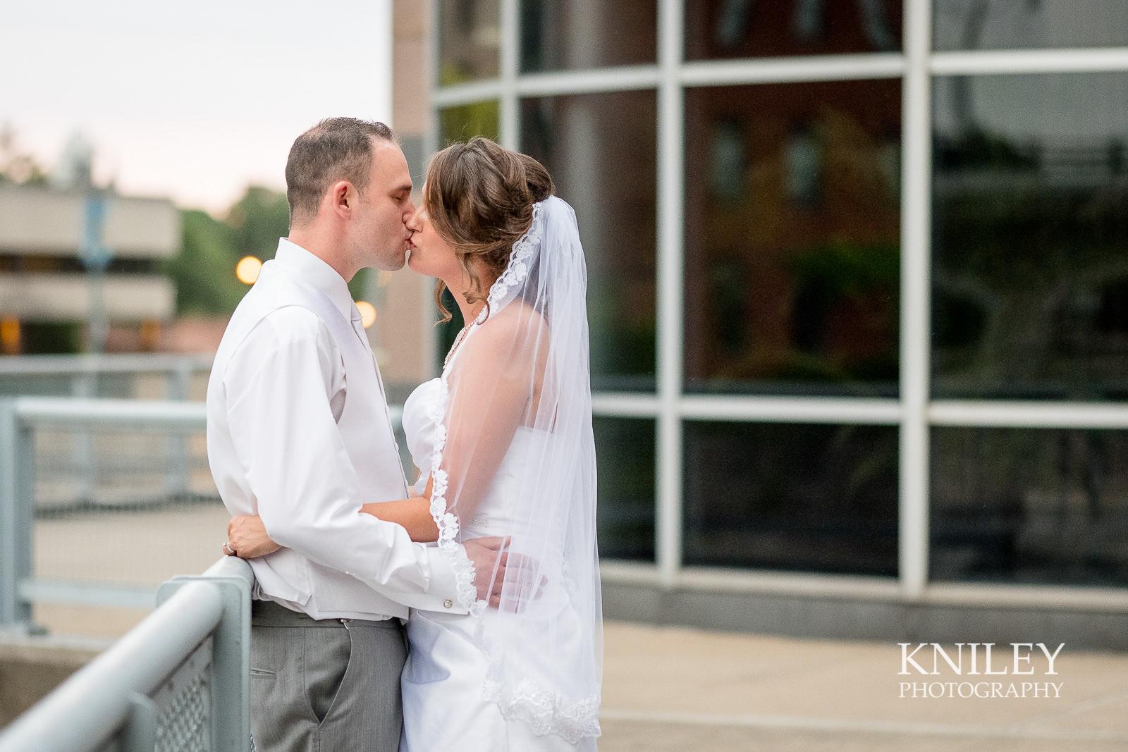 137 - Rochester Riverside Convention Center Wedding Photo - Rocheser NY - XT2A1286.jpg