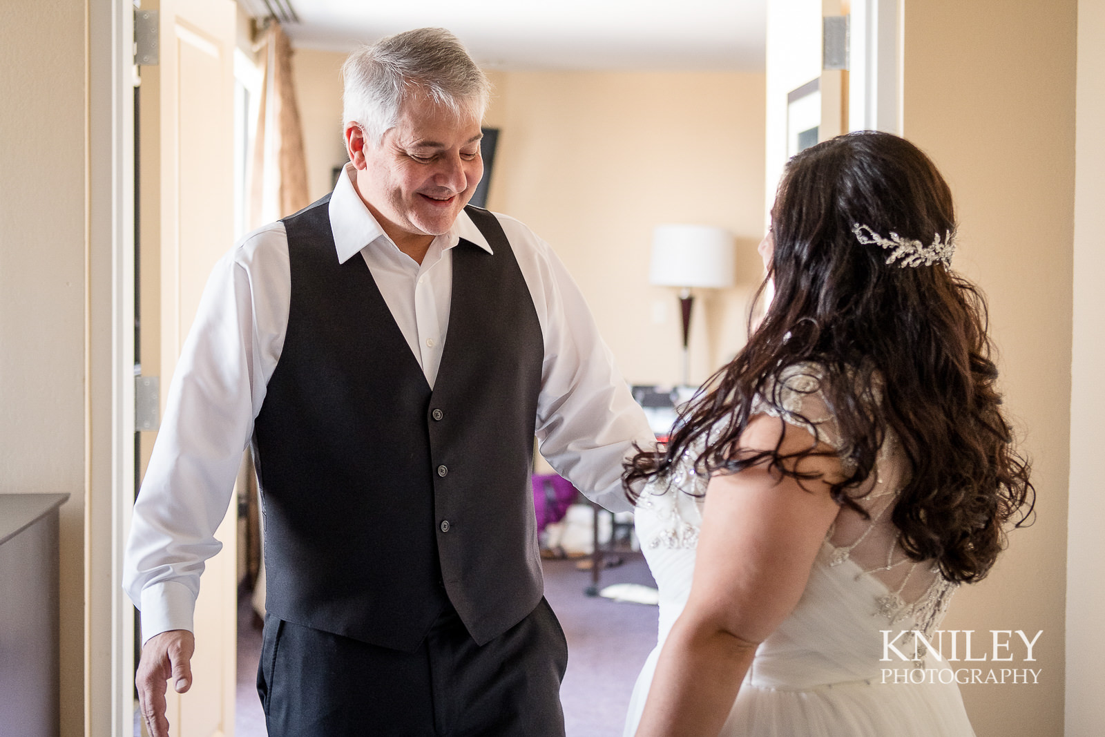 015 - Strathallan Hotel - Rochester NY wedding getting ready pictures - XT2B4372.jpg