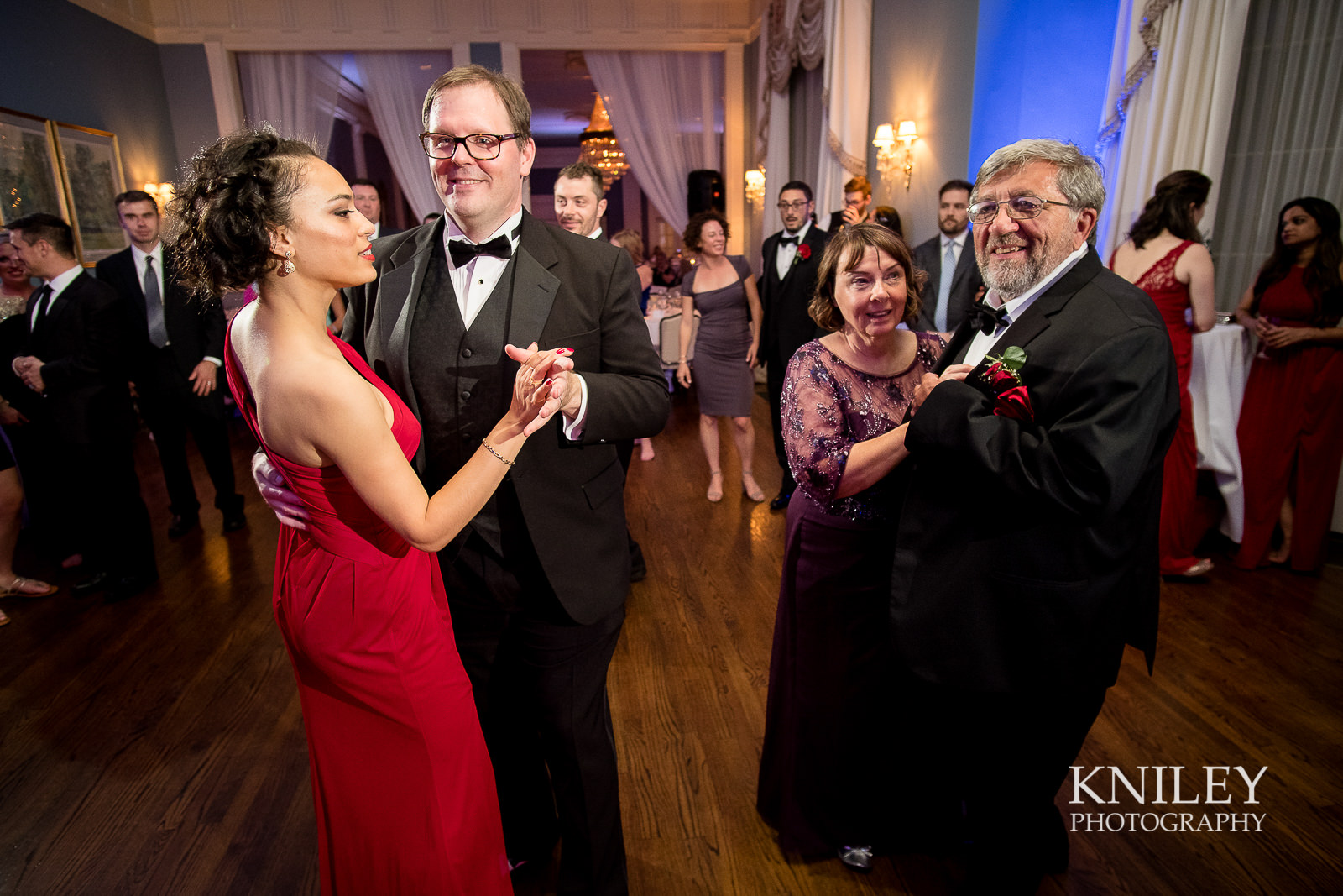 152 - Rochester NY wedding pictures - Genesee Valley Club - Ceremony and Reception - XT2B7598.jpg