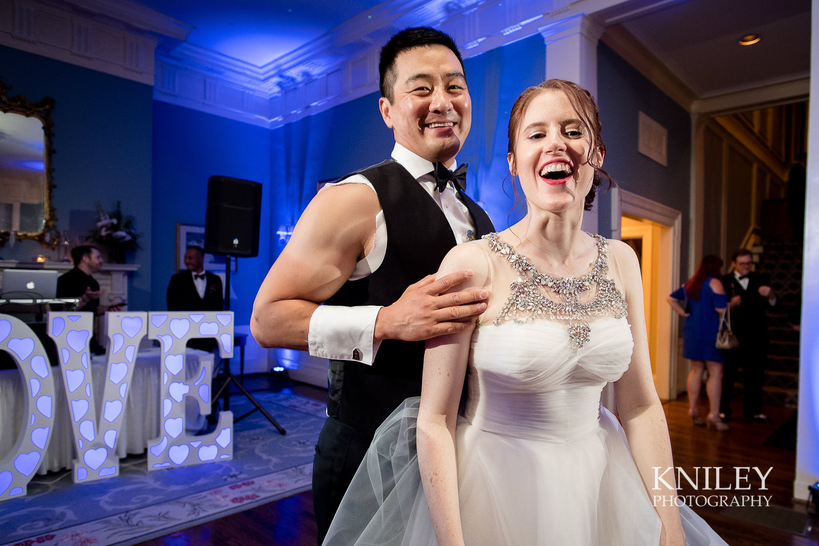 161 - Rochester NY wedding pictures - Genesee Valley Club - Ceremony and Reception - XT2B7689.jpg