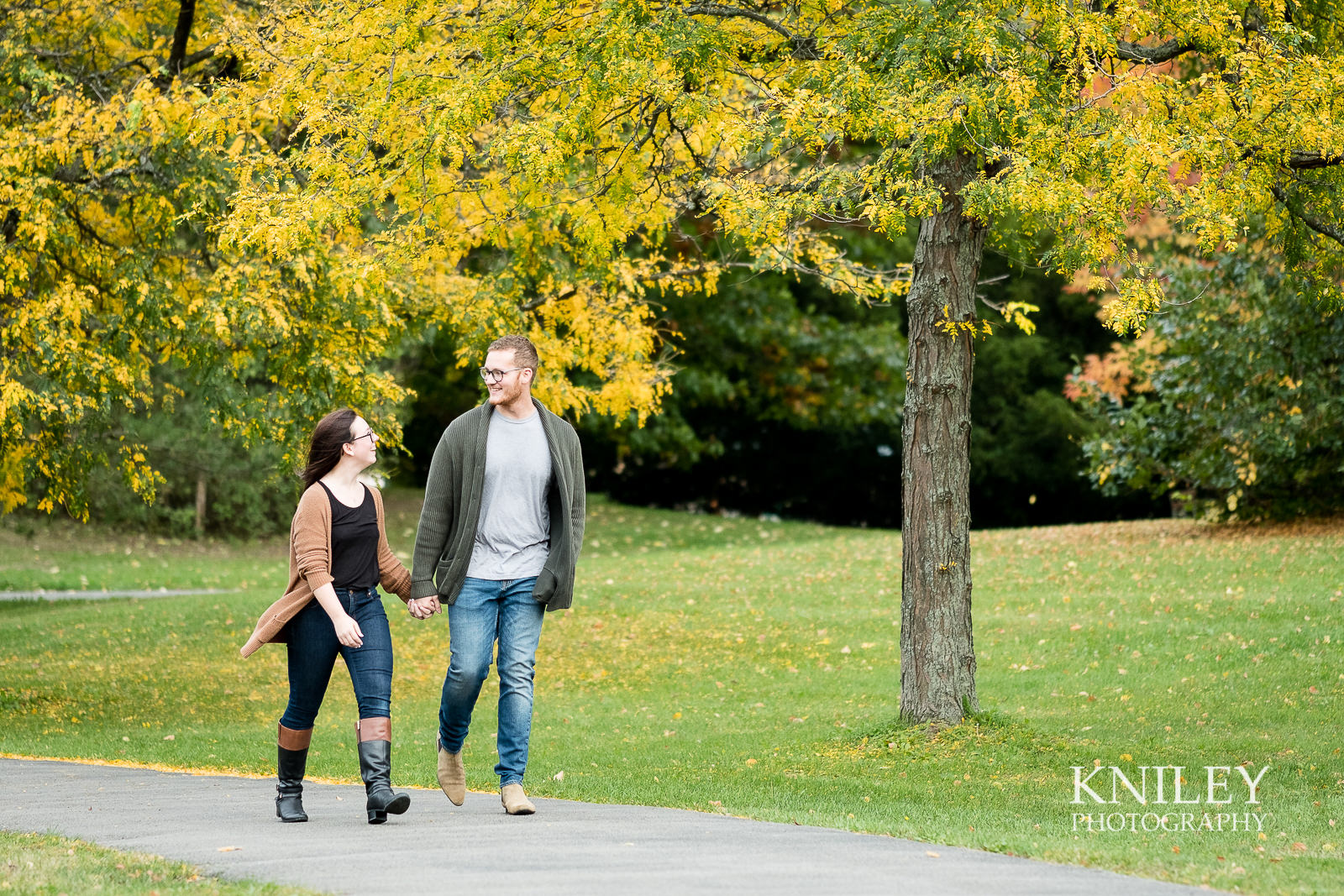 05 - Highland Park Fall Engagement Session - Rochester NY - XT2A1313.jpg