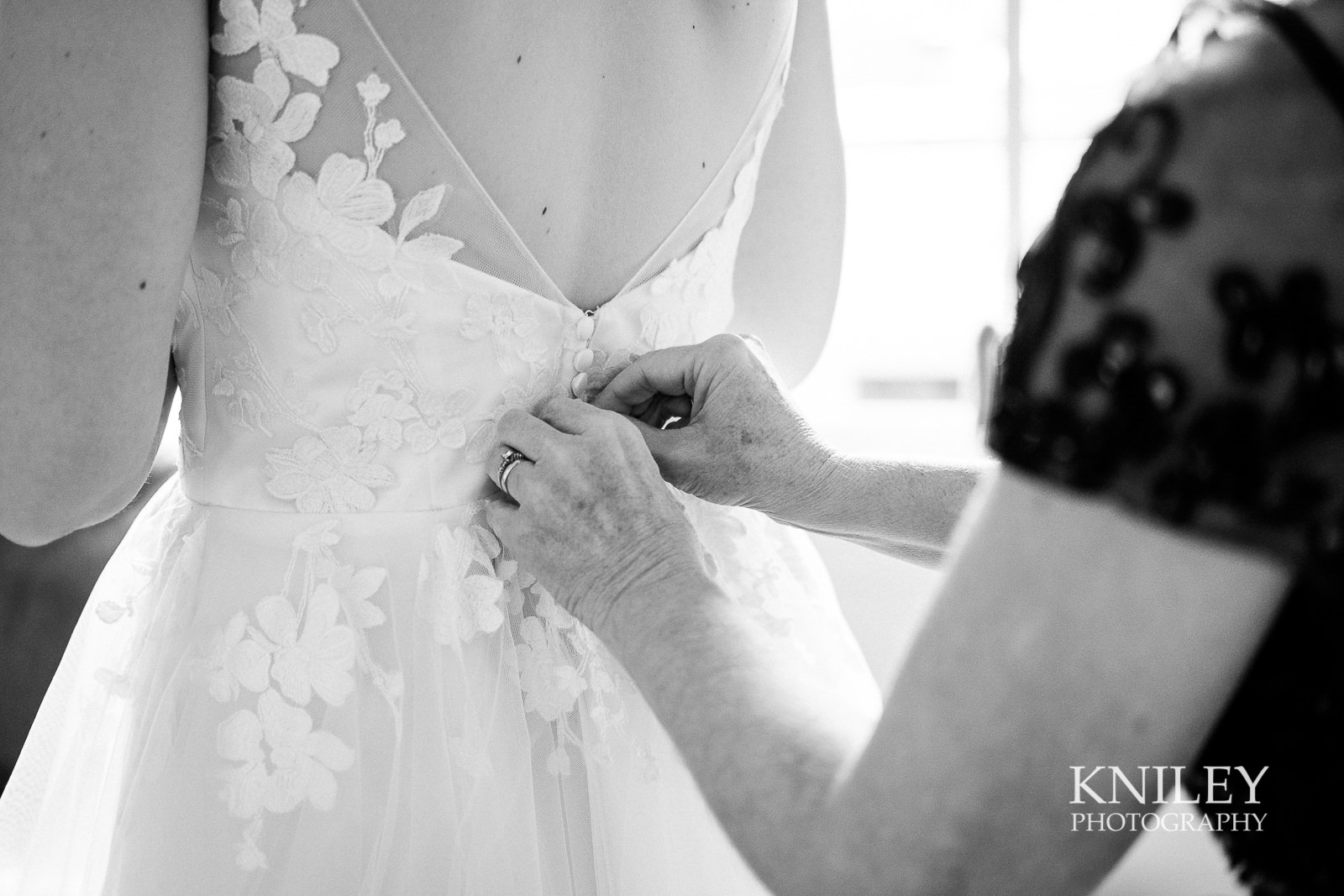 07-Lofts-on-Pearl-Hotel-Buffalo-NY-wedding-getting-ready-photo-Kniley-Photography.jpg
