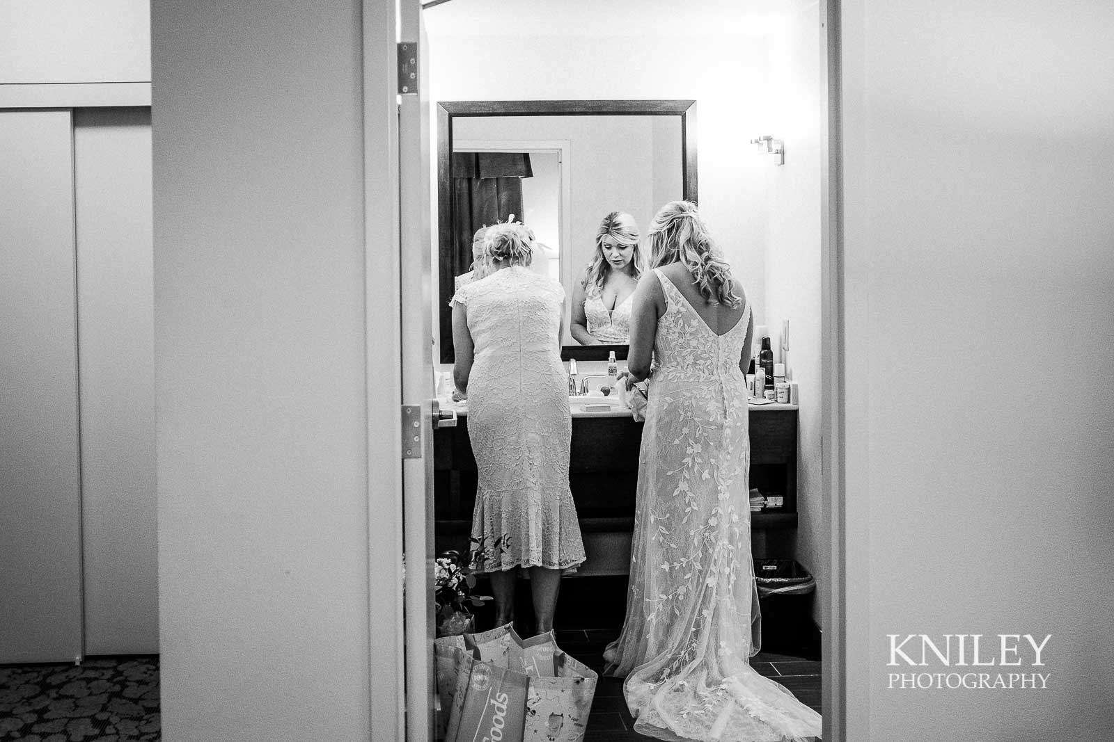 04-Hilton-Garden-Inn-Downtown-Wedding-Getting-Ready-Rochester-NY-Kniley-Photography.jpg