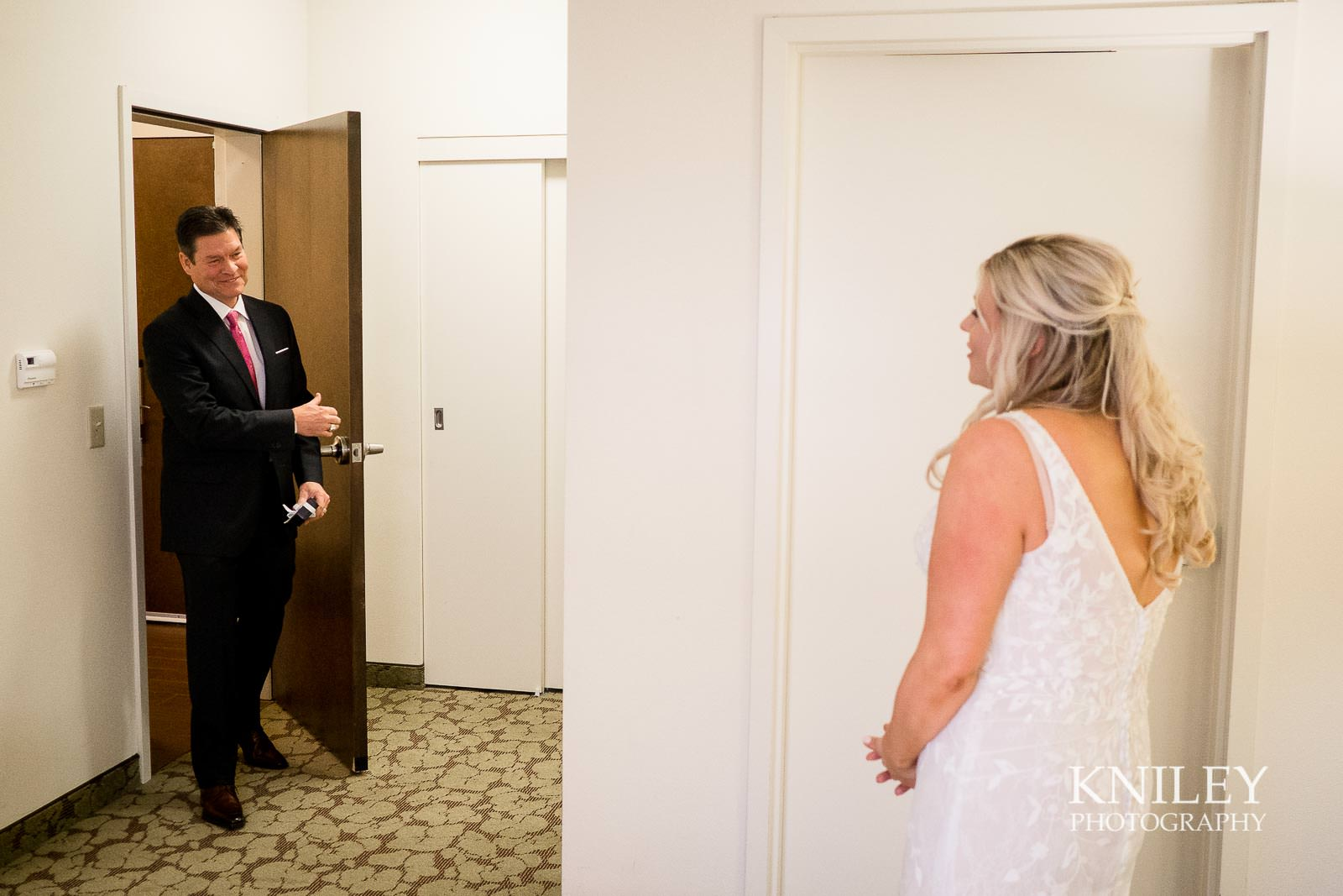 05-Hilton-Garden-Inn-Downtown-Wedding-Getting-Ready-Rochester-NY-Kniley-Photography.jpg