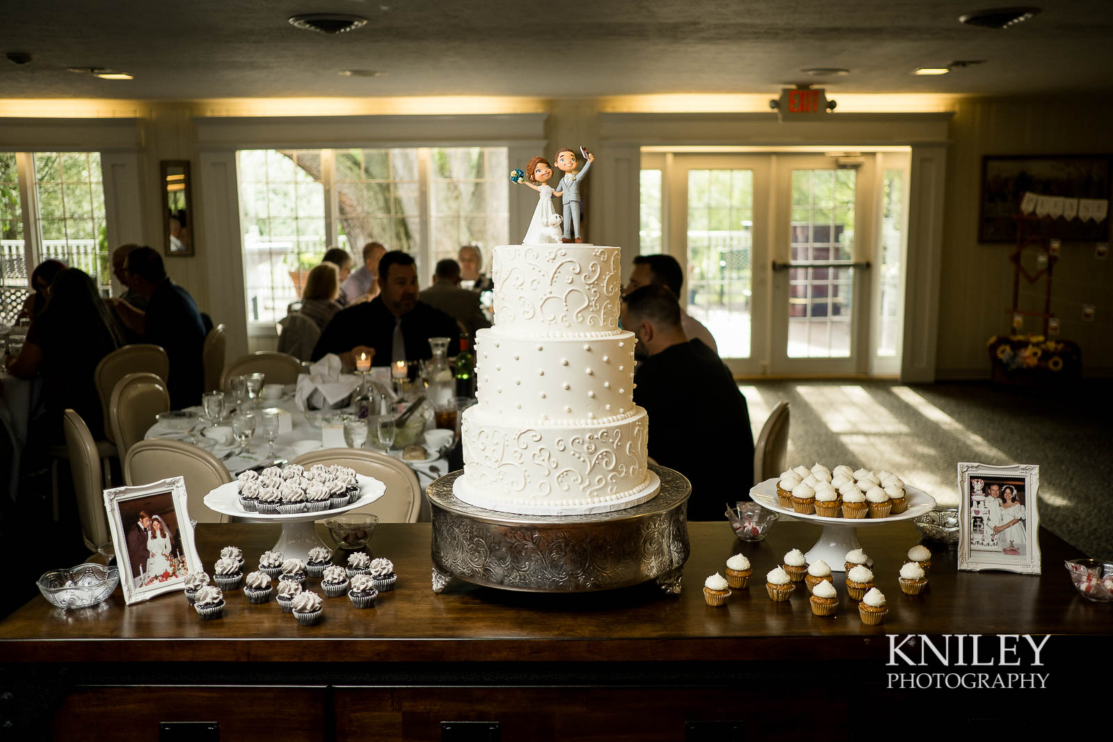 46-Plantation-Party-House-springtime-wedding-Rochester-NY-Kniley-Photography.jpg