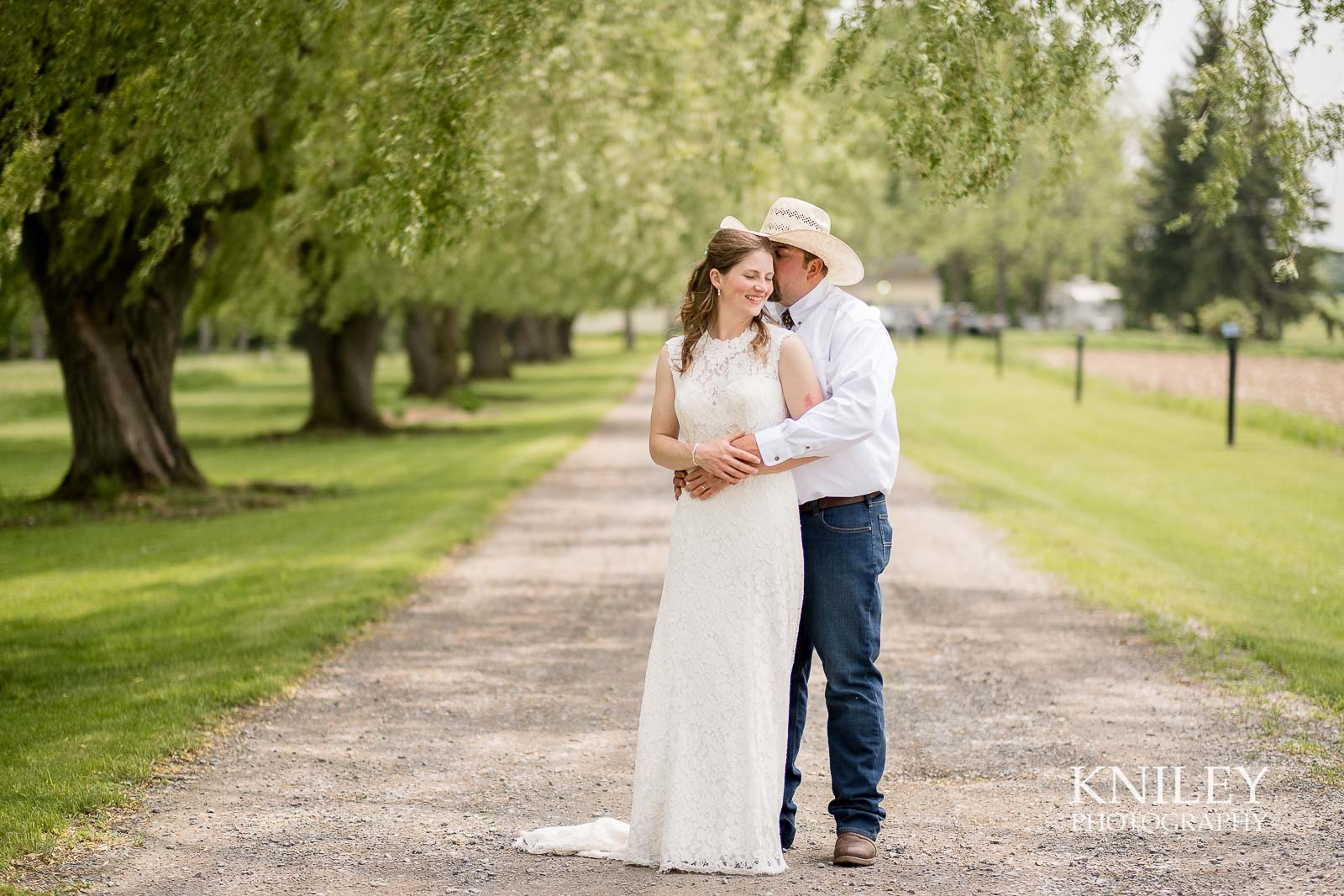 20-Western-New-York-farm-wedding-Kniley-Photography.jpg