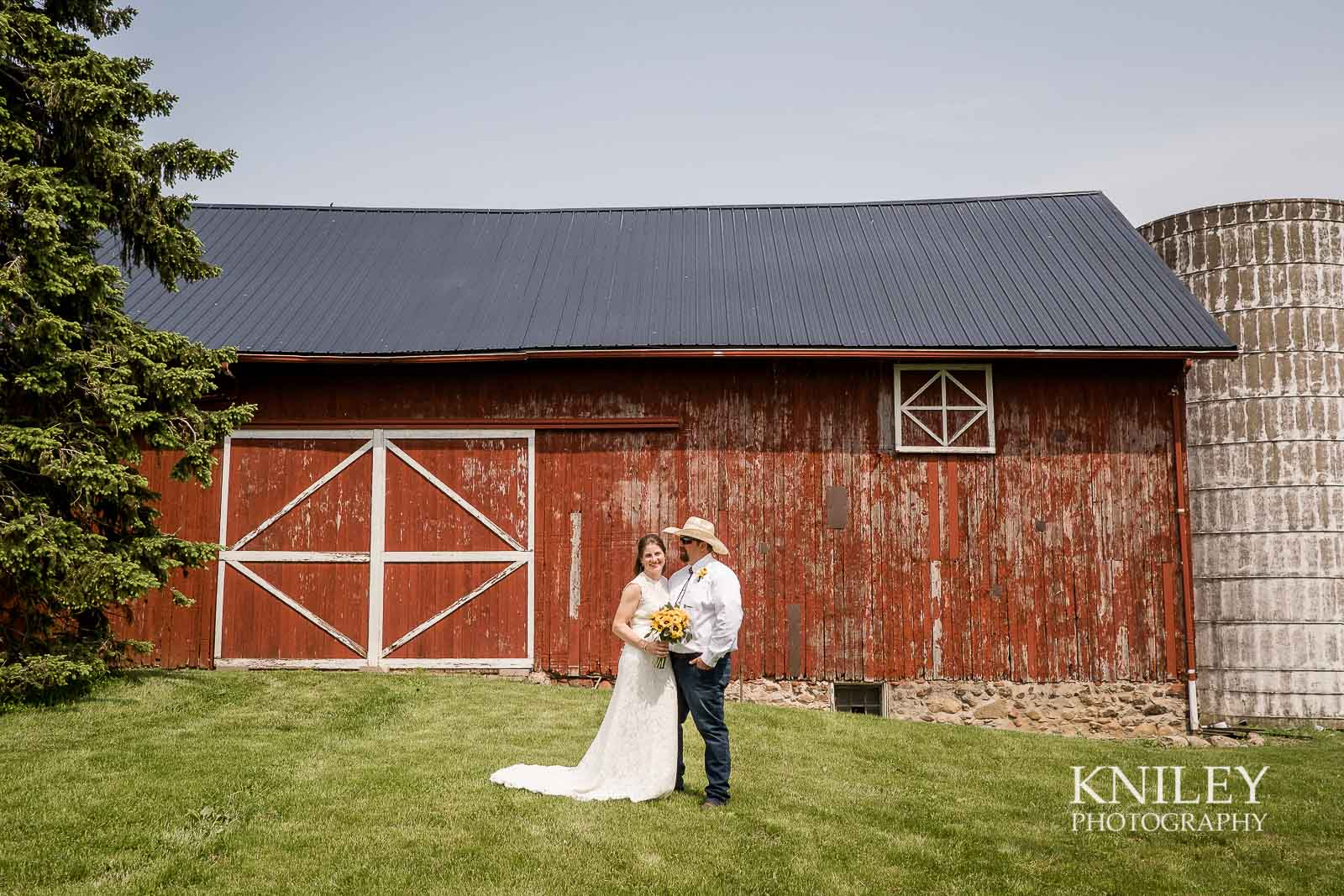 24-Western-New-York-farm-wedding-Kniley-Photography.jpg