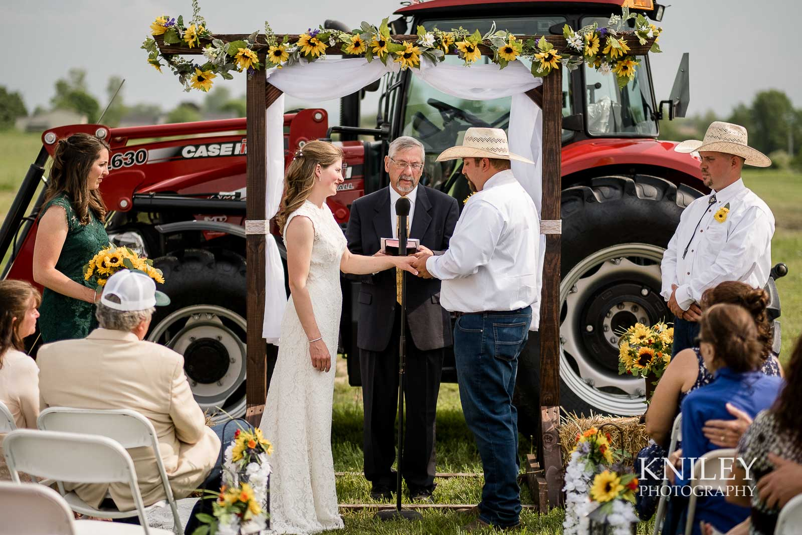 31-Western-New-York-farm-wedding-Kniley-Photography.jpg