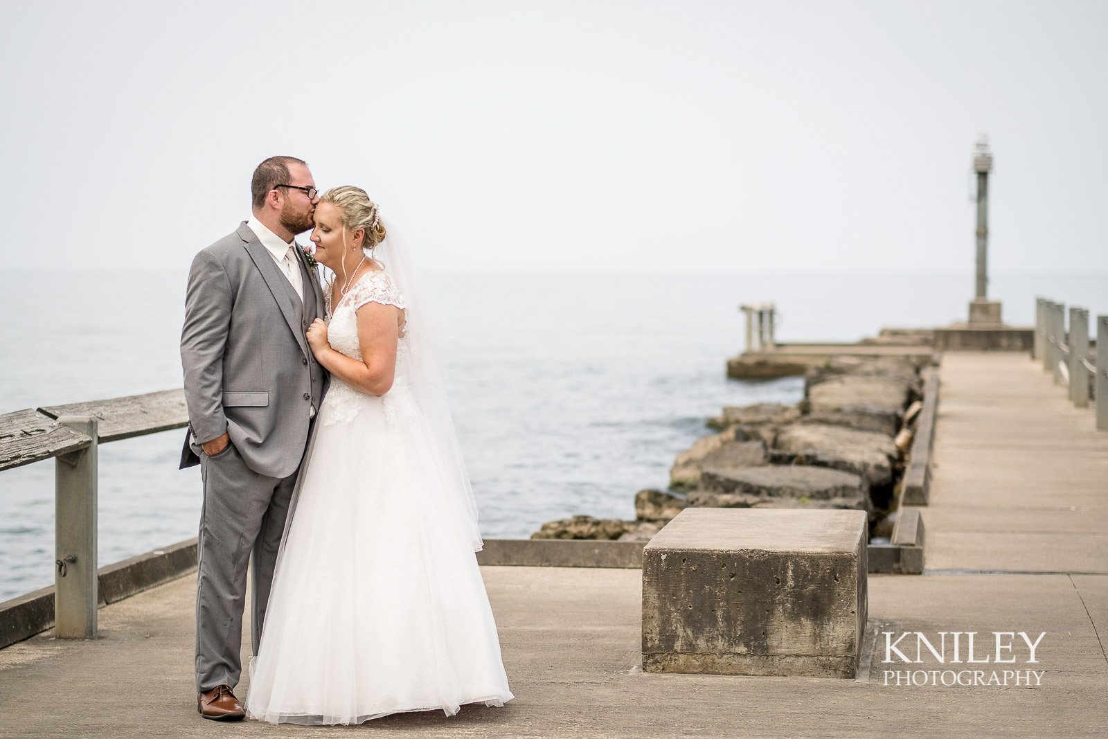 33-Lakefront-Lodge-Webster-NY-Wedding-Photography.jpg