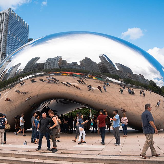 This was my first time visiting #cloudgate and while packed with a bunch of people. It's still a really amazing sculpture to see in person. Blows my mind how they were able to create it without any noticeable seams.