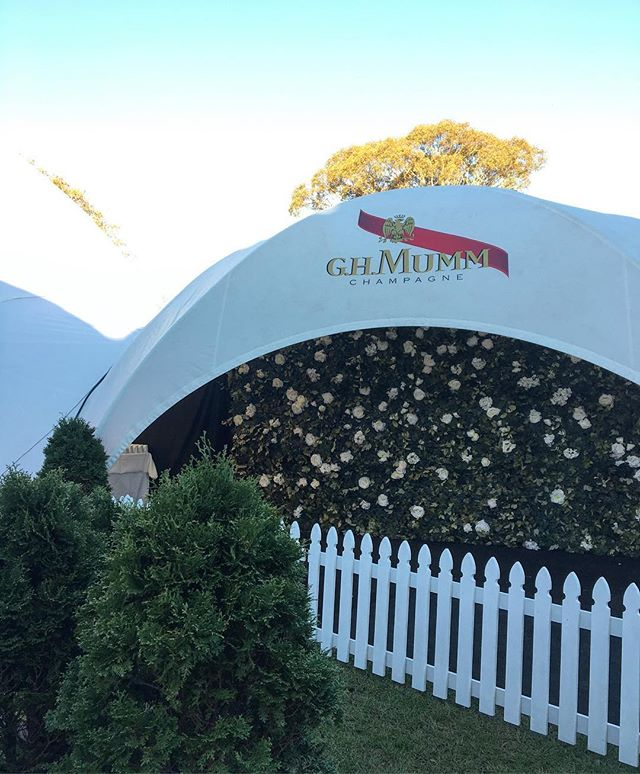 A garden entrance for @cambridgeraceway @ghmummnz today 🌿 #boutiquebackdrops #harnessjewels #harnessjewels18 #flowerwall #flowerwallauckland #aucklandflowerwall #aucklandweddings