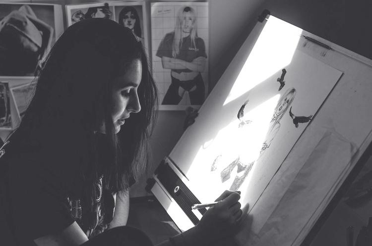 Lusid Art in her studio