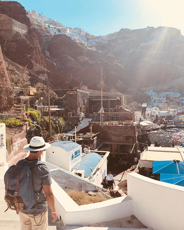 looking for some fresh caught fish and swimming holes + 📸 @ciprani  #travelcouples #lululemon #herschelbackpack #eatlocal #travelgreece #santorini