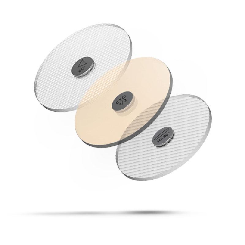 Snap System - Einfach und vielseitig: Für Unentschlossene und Sprunghafte haben wir die vielseitigen Snap System Optiken von SORAA. Damit kannst du zu jeder Zeit den Lichtkegel und die Lichtfarbe deiner SORAA Leuchtmittel und Light Engines verändern. Durch einen praktischen Magnet bleiben diese Accessoires vielseitig und variabel.