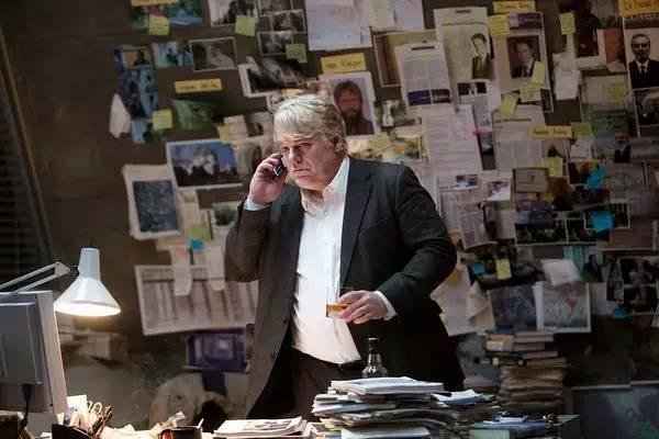 霍夫曼在《最高通缉犯》中饰演一名江河日下的德国间谍